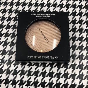 MAC Extra Dimension Skinfinish-Whisper of Gilt